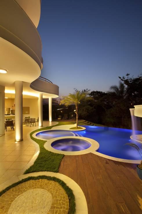 Maisons de style  par Arquiteto Aquiles Nícolas Kílaris