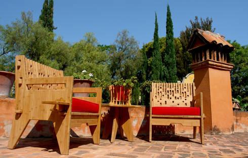 Beat lounch chairs - Sillones Beat: Balcones y terrazas de estilo moderno por Wedgewood Furniture