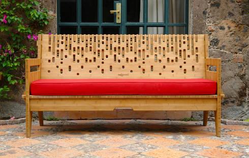 Beat sofa - Sofá Beat: Balcones y terrazas de estilo moderno por Wedgewood Furniture