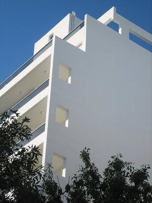 Edificio Mastil PISOS DE VIVIENDA – MONTAÑESES 2741 C.A.B.A. : Casas de estilo moderno por vivasarquitectos