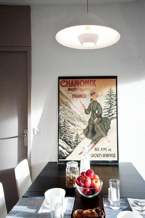 tavolo da pranzo: Sala da pranzo in stile in stile Moderno di marta novarini architetto