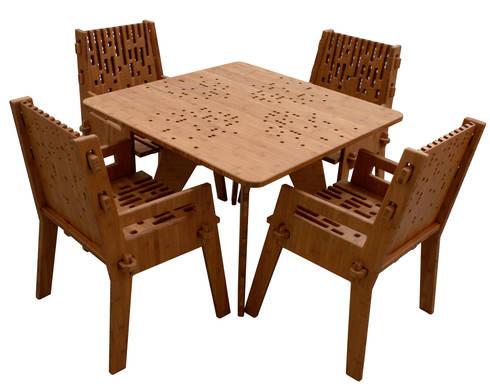 Mesa con 4 sillas Beat: Balcones y terrazas de estilo moderno por Wedgewood Furniture