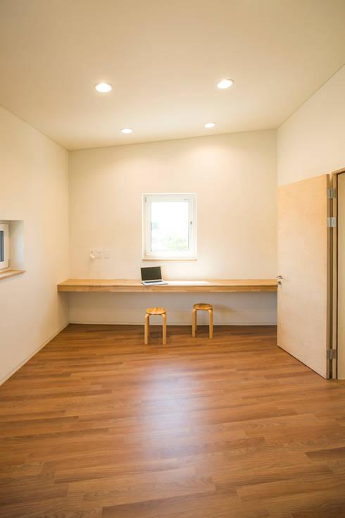 덕산 W-Building: JYA-RCHITECTS의  서재 & 사무실