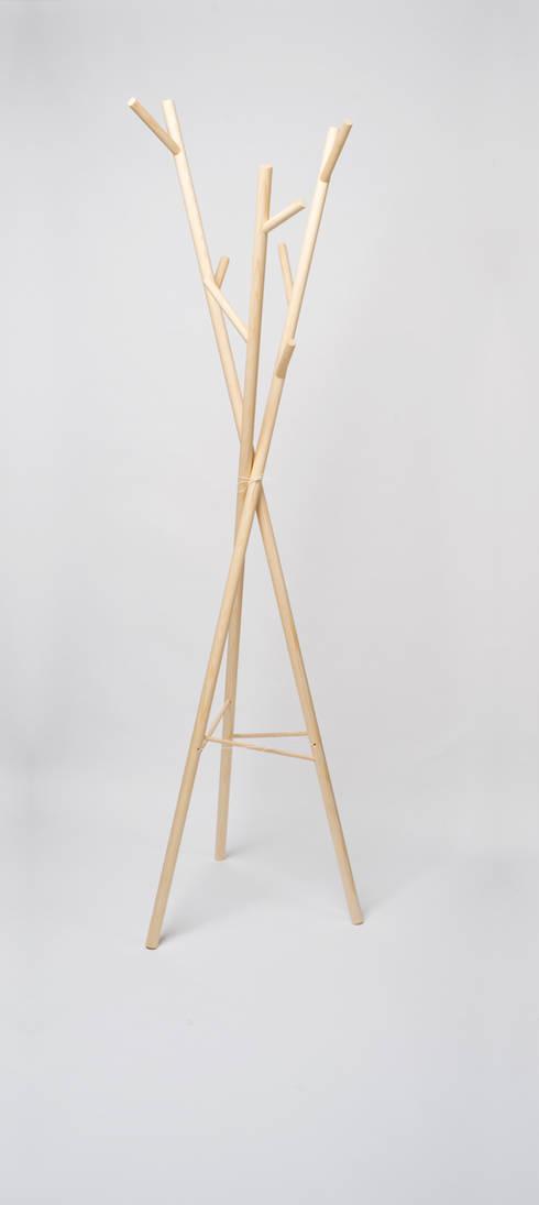 Vestidores de estilo minimalista de Zachl Produktdesign