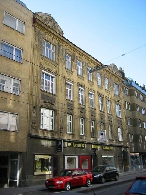 Wohnhaussanierung und Dachgeschoßausbau 1180 Wien, Kreuzgasse 29: klassische Häuser von Timo Huber + Partner Architekten ZT-GmbH