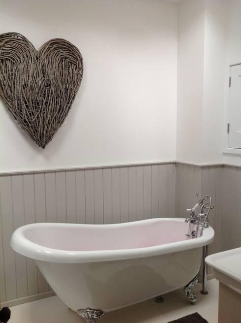 BEAUTIFUL BATHROOMS: classic Bathroom by Debra Carroll Interiors
