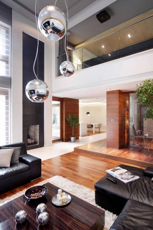 Dom w Magdalence: styl , w kategorii Salon zaprojektowany przez 3deko