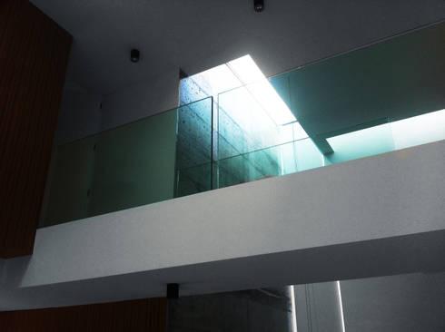 Casa Unifamiliar, Foios, Azeitão: Casas modernas por atelier.dxf