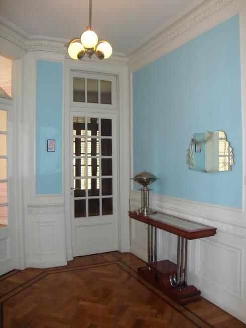 Obra Rivadavia - 2011 : Pasillos, vestíbulos y escaleras  de estilo  por Hargain Oneto Arquitectas
