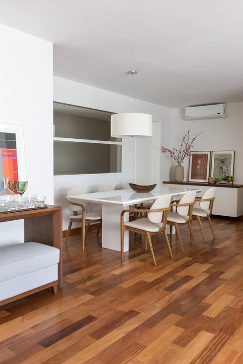 Apartamento Duplex: Salas de jantar clássicas por GUSTAVO GARCIA ARQUITETURA E DESIGN