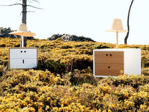 NEL and MARIA bedside tables with lamp: Casa  por DAM