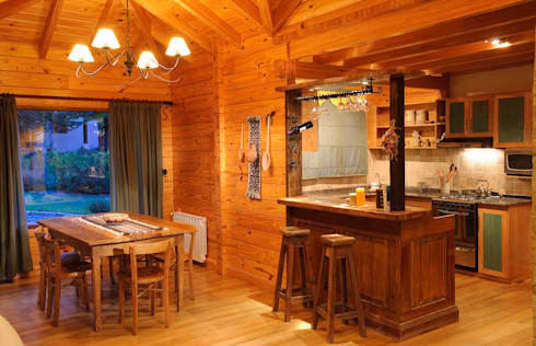 Casa Amancay Ι San Martín de los Andes, Neuquén. Argentina.: Comedores de estilo rural por Patagonia Log Homes