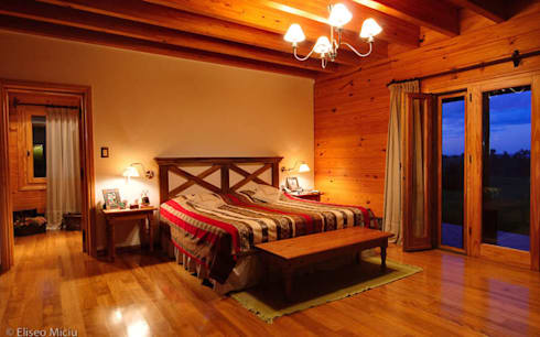 Otros interiores de Patagonia Log Homes: Dormitorios de estilo rural por Patagonia Log Homes