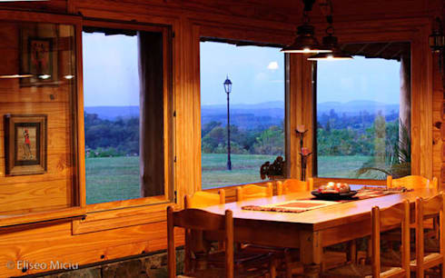 Otros interiores de Patagonia Log Homes: Comedores de estilo rural por Patagonia Log Homes