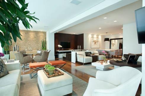 Apartamento em Moema: Salas de estar modernas por Liliana Zenaro Interiores