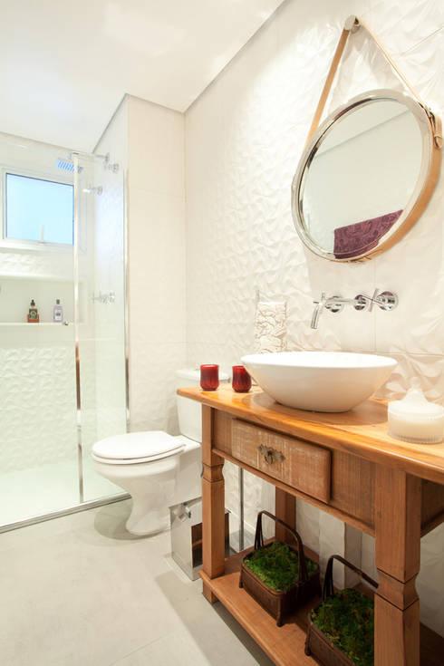Bathroom by Liliana Zenaro Interiores