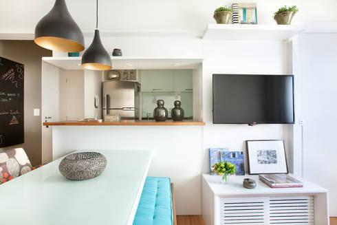 Apartamento no Brooklin, São Paulo: Salas de estar modernas por Liliana Zenaro Interiores