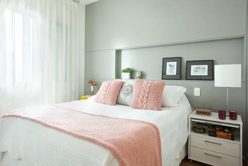 Apartamento no Brooklin, São Paulo: Quartos  por Liliana Zenaro Interiores