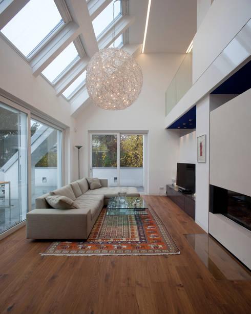Wohnung D.: ausgefallene Wohnzimmer von schröckenfuchs∞architektur