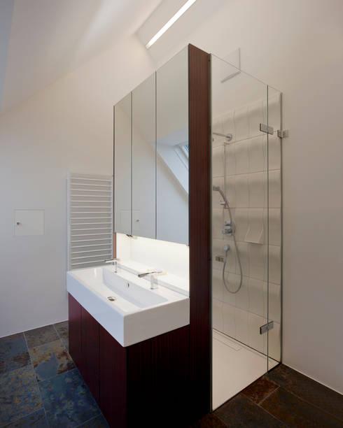 Wohnung D.:  Badezimmer von schröckenfuchs∞architektur