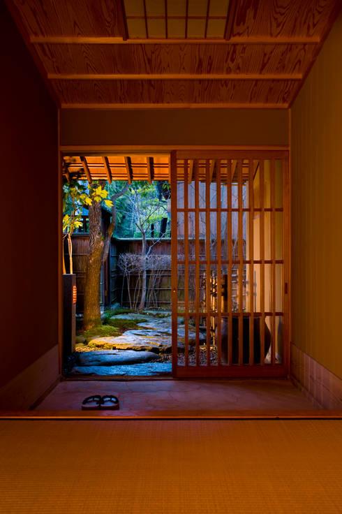 隆庵: 一級建築士事務所  M工房が手掛けた和室です。