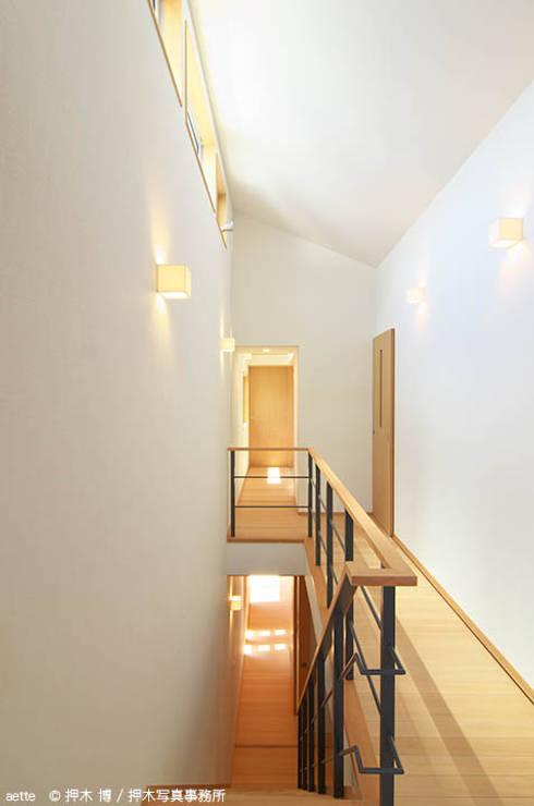 Corridor & hallway by 竹内建築デザインスタジオ