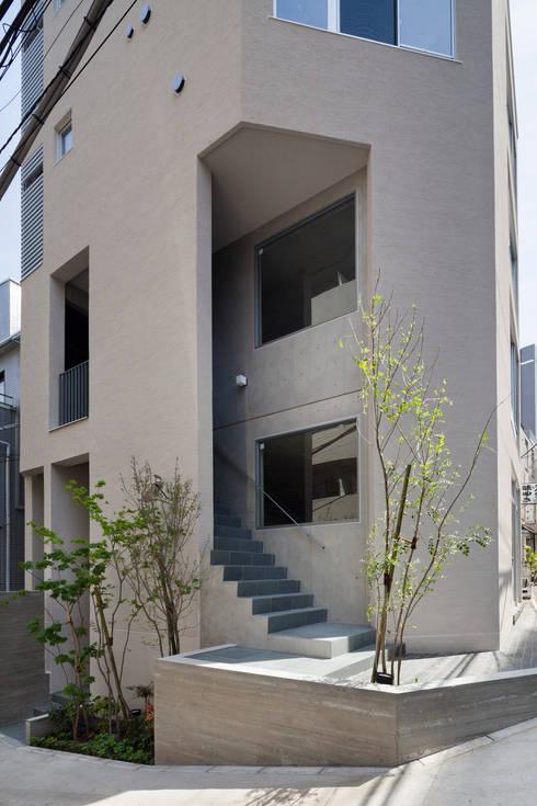 2階テナント階段: HAN環境・建築設計事務所が手掛けた家です。