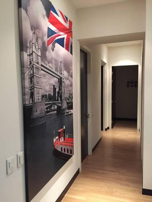 Departamento Gran Polanco: Pasillos y recibidores de estilo  por ARKIZA ARQUITECTOS by Arq. Jacqueline Zago Hurtado