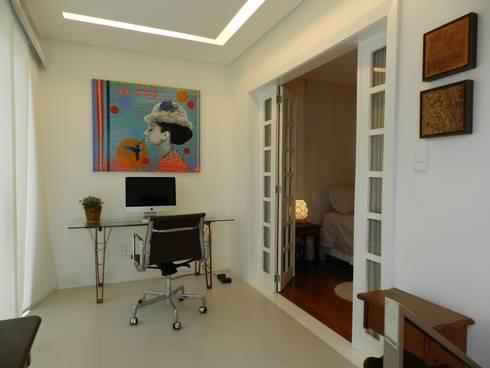 Duplex Graça: Gabinete  por Escritório de Arquitetura e Interiores Janete Chaoui