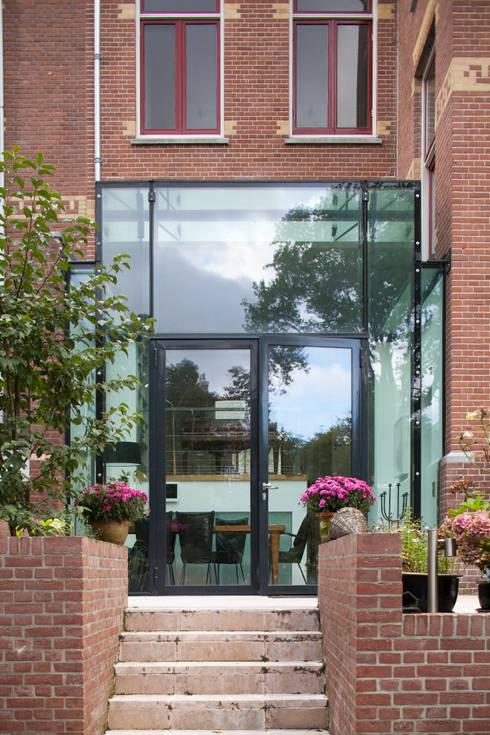 GLAZEN UITBOUW DUINWEG_01:  Huizen door HOYT architecten