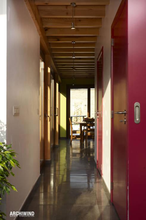 SMOLDERS: Couloir et hall d'entrée de style  par ARCHIWIND