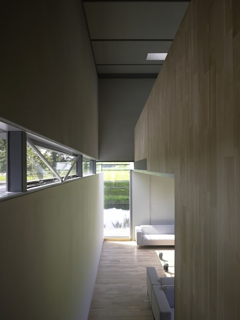Project X Almere: moderne Woonkamer door Rene van Zuuk Architekten bv