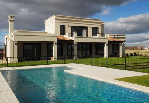 contrafrente: Casas de estilo rural por Parrado Arquitectura