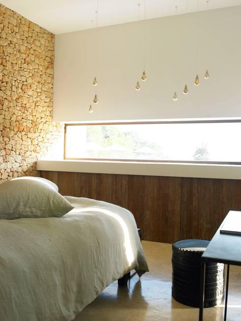 Cas Patró: Dormitorios de estilo mediterráneo de Atlant de Vent
