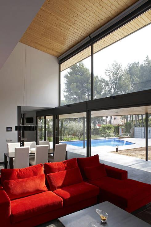 CASA BOSC: Salones de estilo minimalista de AR47 SCP
