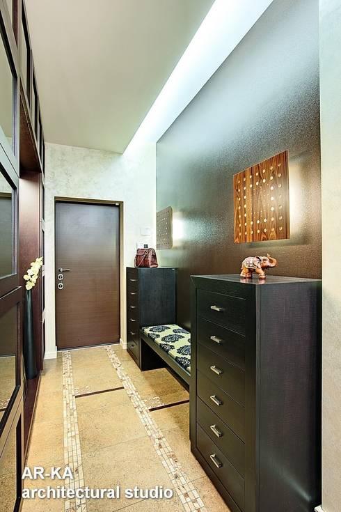 Pasillos y recibidores de estilo  por AR-KA architectural studio