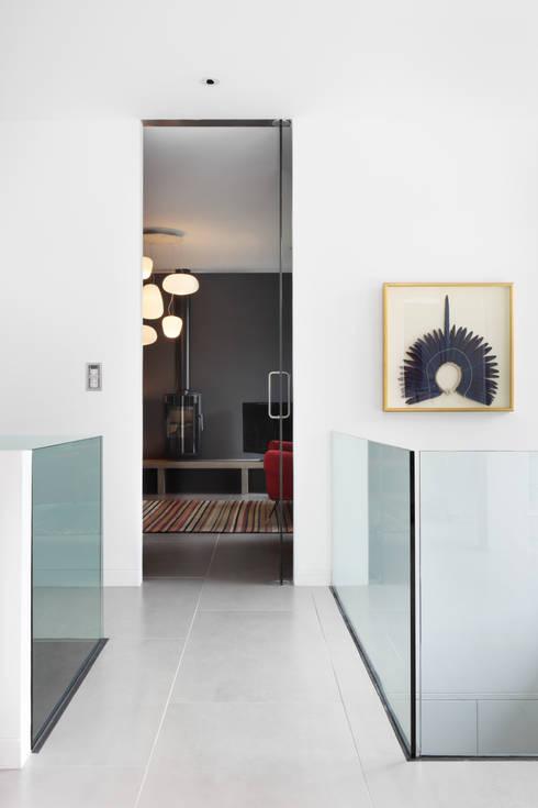 E2 PAVILION ECO HOUSE, BLACKHEATH:  Media room by E2 Architecture + Interiors