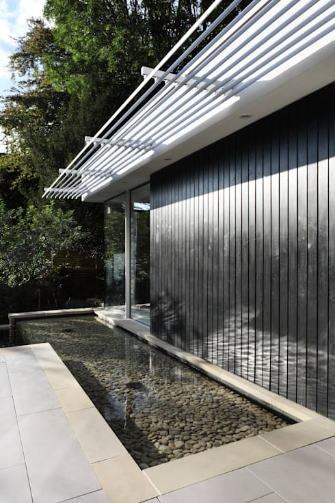 Piscinas de estilo  por E2 Architecture + Interiors