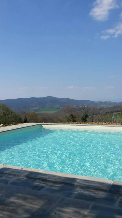Zwembad door Marcello Gavioli