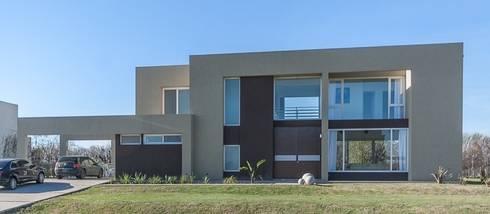 FRENTE: Casas de estilo moderno por Parrado Arquitectura