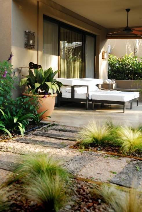 Jardines de estilo rústico por Parrado Arquitectura