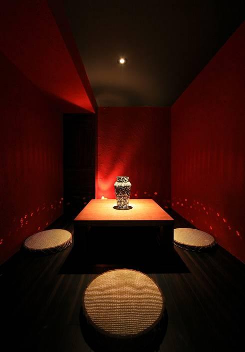 THE BAR: 猪股浩介建築設計 Kosuke InomataARHITECTUREが手掛けた和室です。