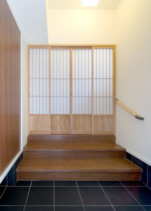 階段の家: 鶴巻デザイン室が手掛けた家です。