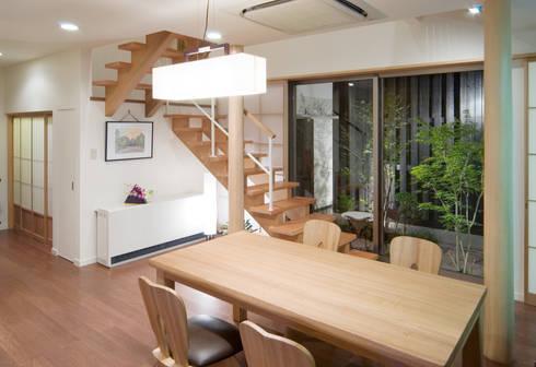 階段の家: 鶴巻デザイン室が手掛けたダイニングです。
