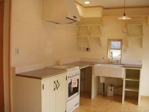 Kitchen: (株)ハウスオブポタリーが手掛けたキッチンです。