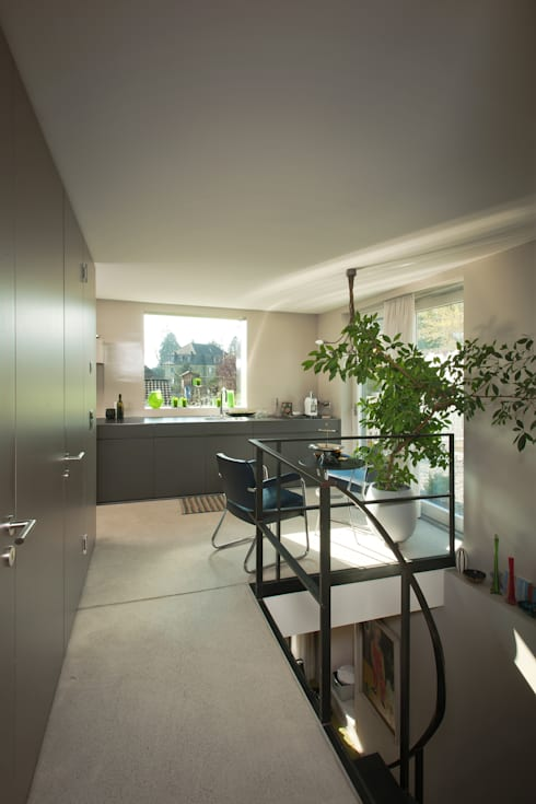 modern Kitchen by LENGACHER EMMENEGGER PARTNER AG
