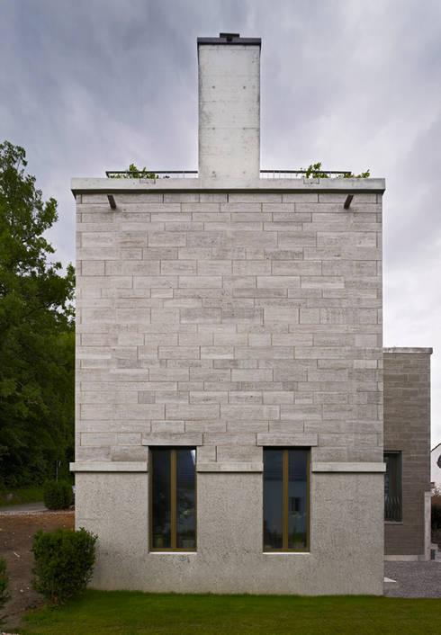 Südansicht: moderne Häuser von Käferstein & Meister   Dipl. Architekten ETH BSA SIA
