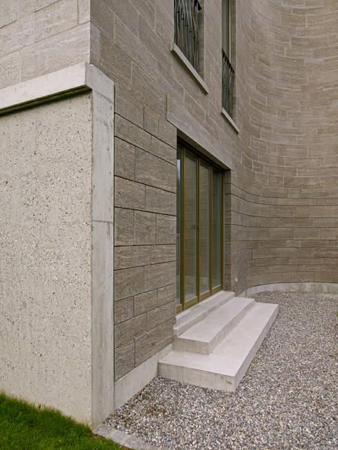 Detail Gartenfassade: moderne Häuser von Käferstein & Meister   Dipl. Architekten ETH BSA SIA