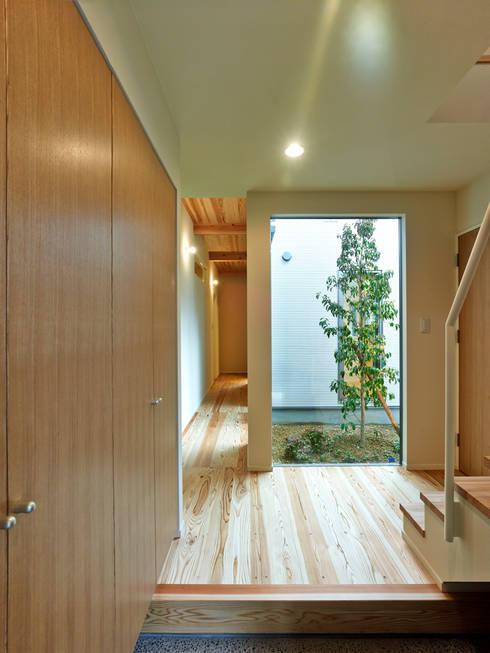 上町の家: 鶴巻デザイン室が手掛けた庭です。