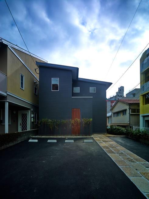 上町の家: 鶴巻デザイン室が手掛けた家です。